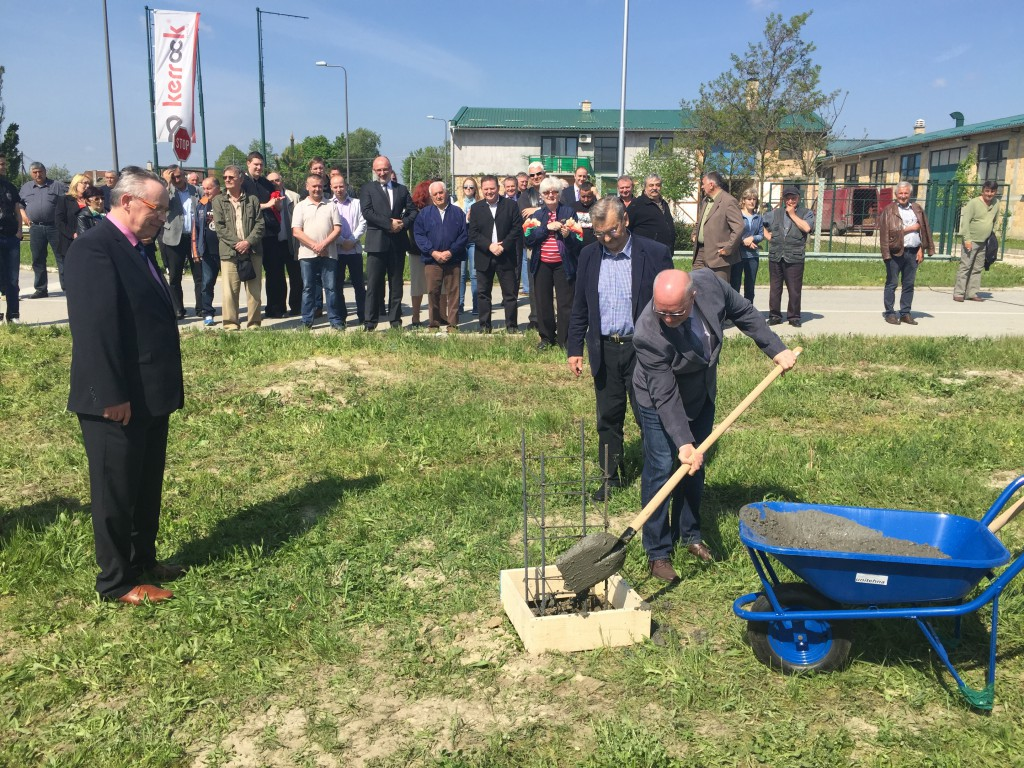 Polaganje kamena temeljca za slovenačku fabriku Kopitarna u Apatinu, Kurnik Marijan Živorad Smiljanić
