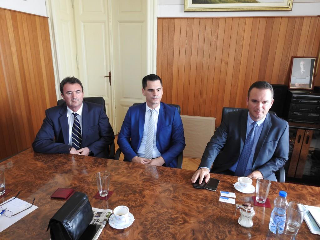 Predsednik opštine Apatin,Radivoj Sekulić i pokrajinski sekretar Ognjen Bjelić