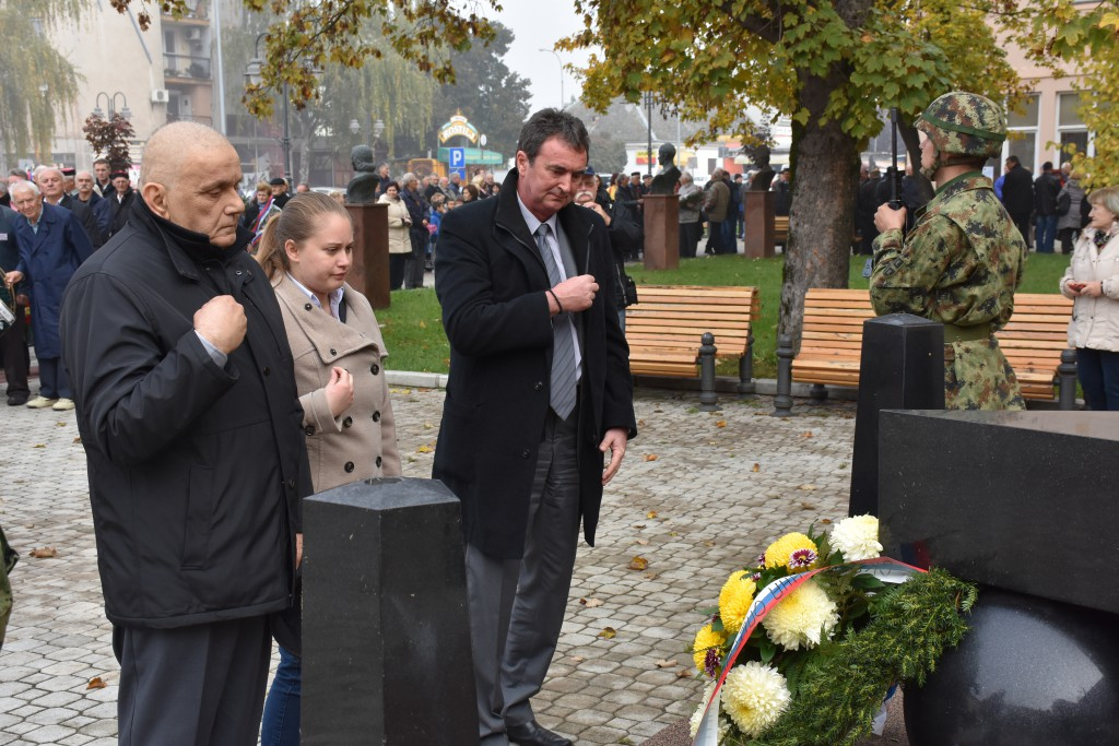Dan Opštine Apatin, 24.oktobar 2016, polaganje venaca (3)