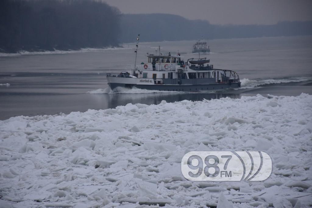 DSC_5060ledolomci, zaleđen dunav, zima 2017, probijanje čepova leda