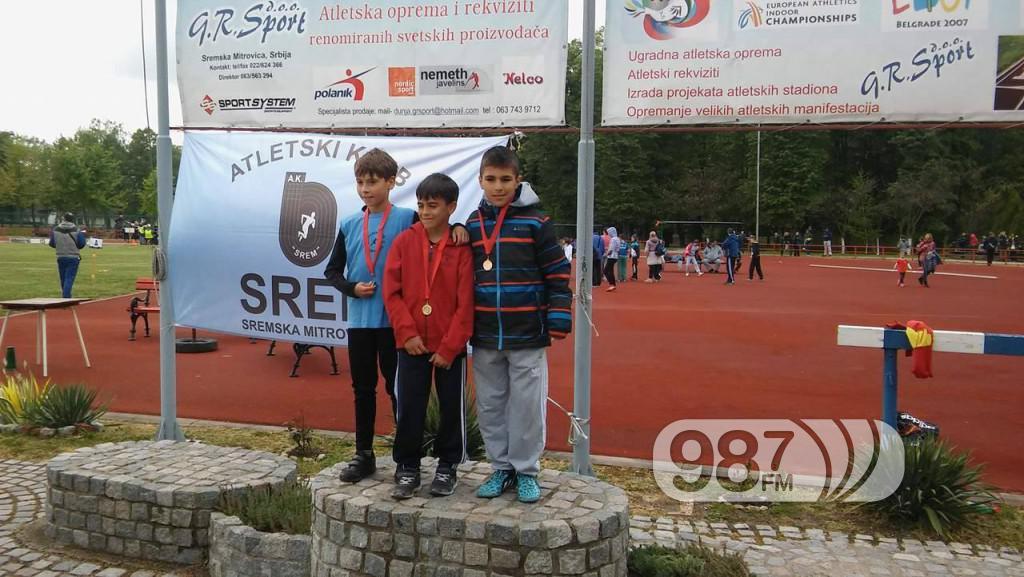 Vladmir Zanze prvi s desna na pobedničkom postolju