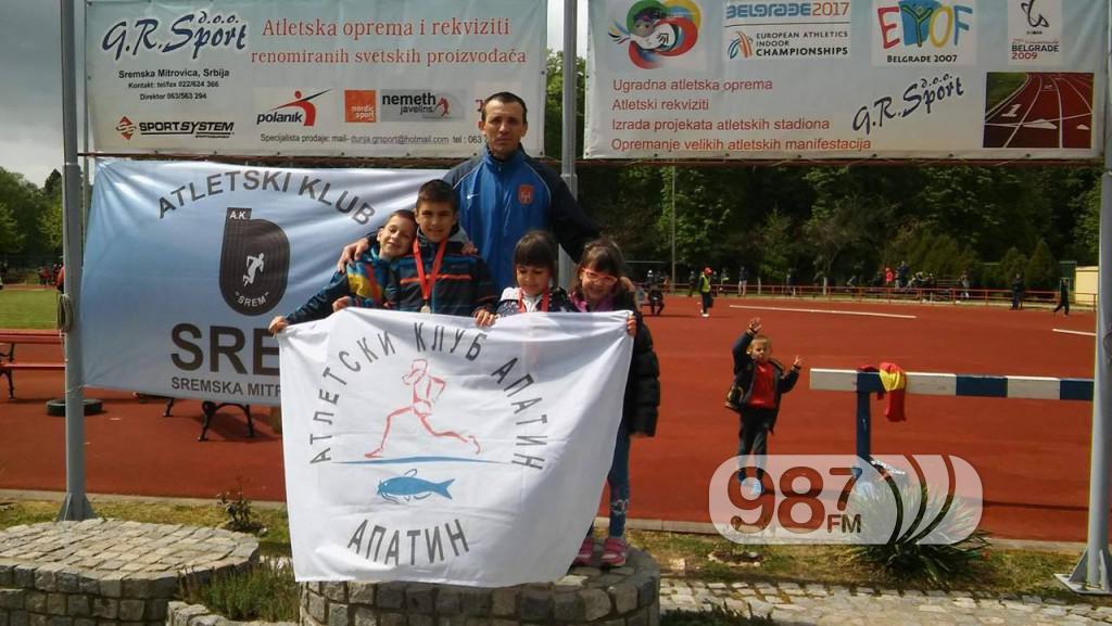 slika sa Vladimirom Zanzeom, Milošem Drekovićem, Milicom Zanze i Unom Čegar