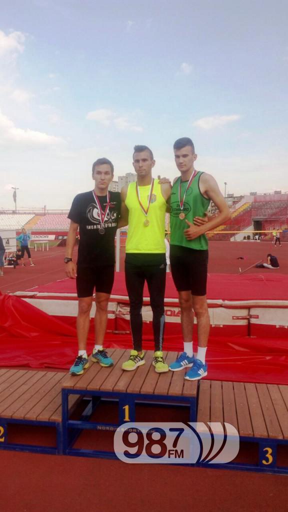 Bronzana medalja pobednicko  postolje Andrej Djurkov prvi s desna