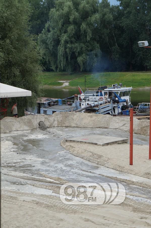 Korana, nasipanje peska, sredjivanje plaze (1)