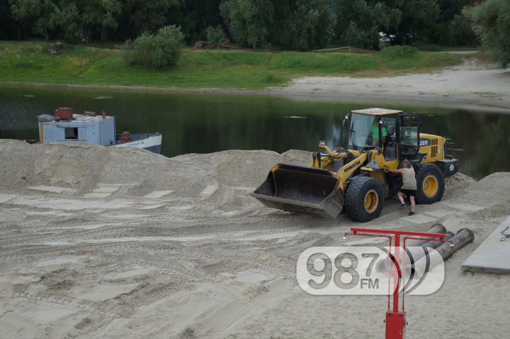 Korana, nasipanje peska, sredjivanje plaze (2)