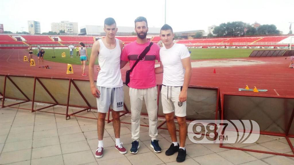Trener Bojan Tomasevic sa  takmicarima AK Omladinac