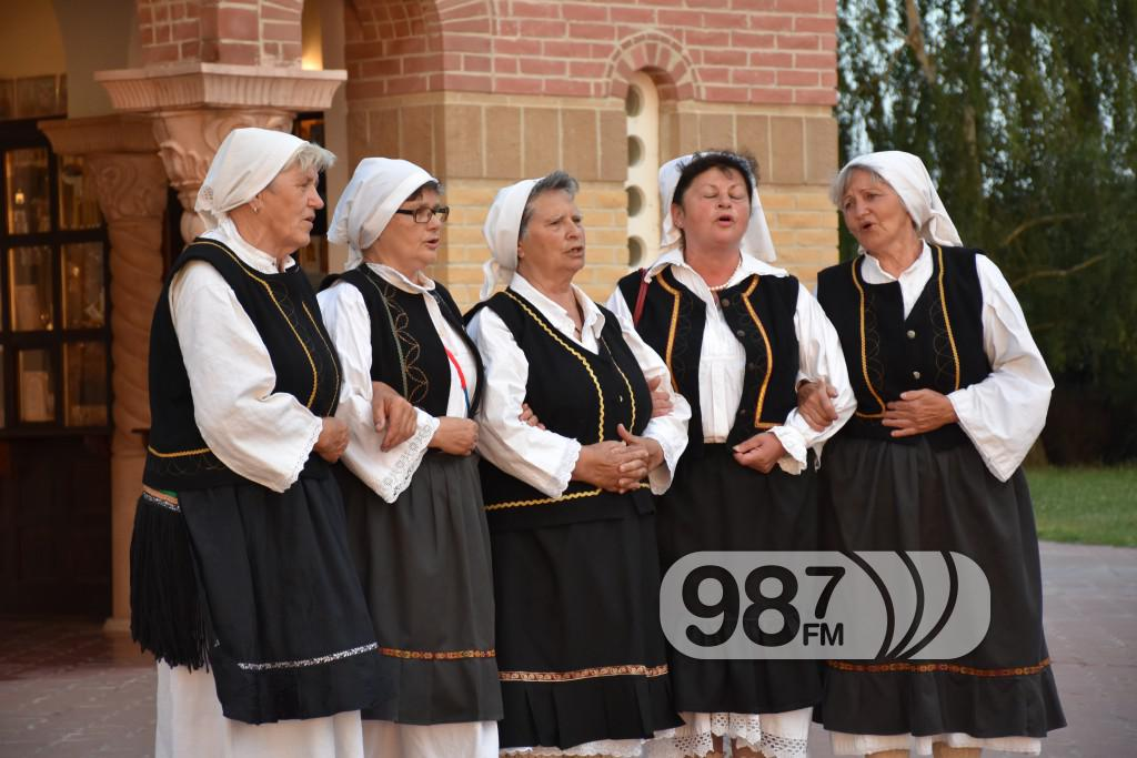 Hram sabor svetih apostola, svetoapostolski dani, pevacke grupe, etna, lazarice (11)