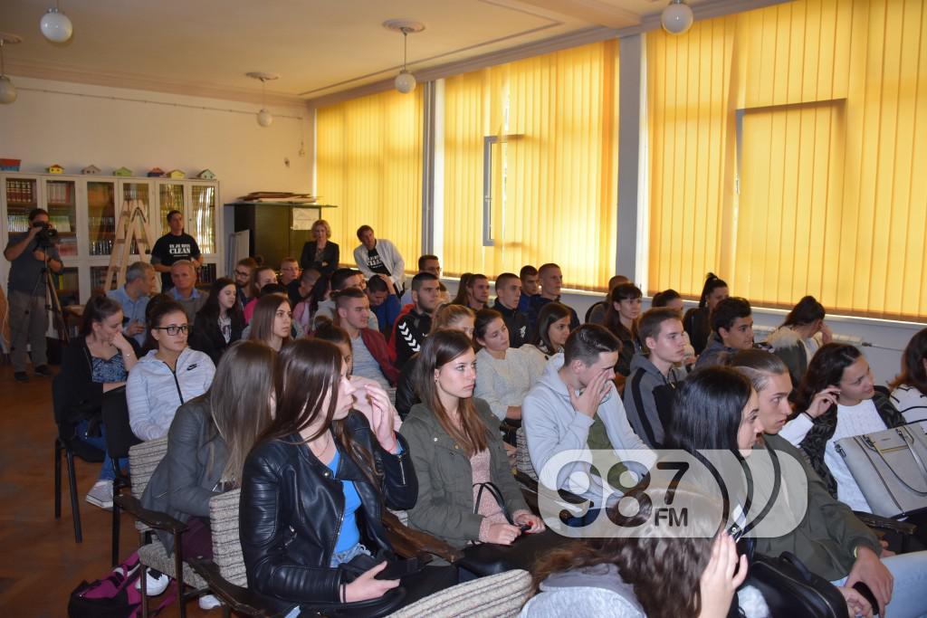 predavanje u gimnaziji, bolesti zavisnosti, narkomanija, marginalne grupe (3)