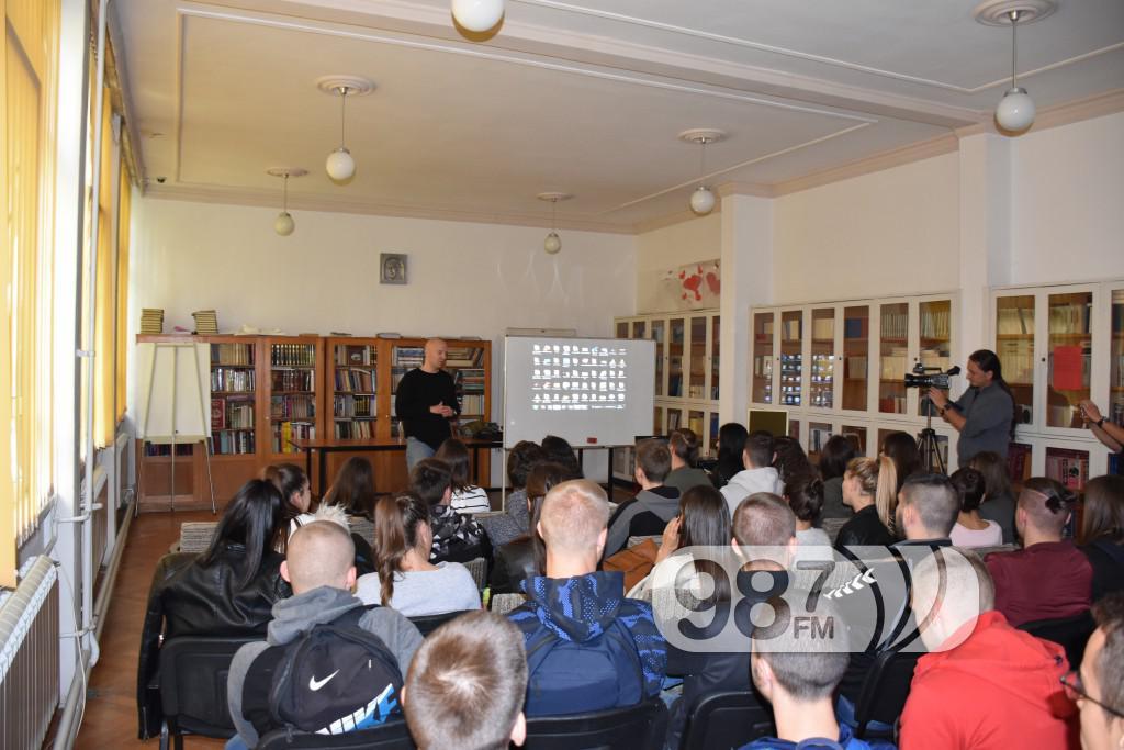 predavanje u gimnaziji, bolesti zavisnosti, narkomanija, marginalne grupe (5)