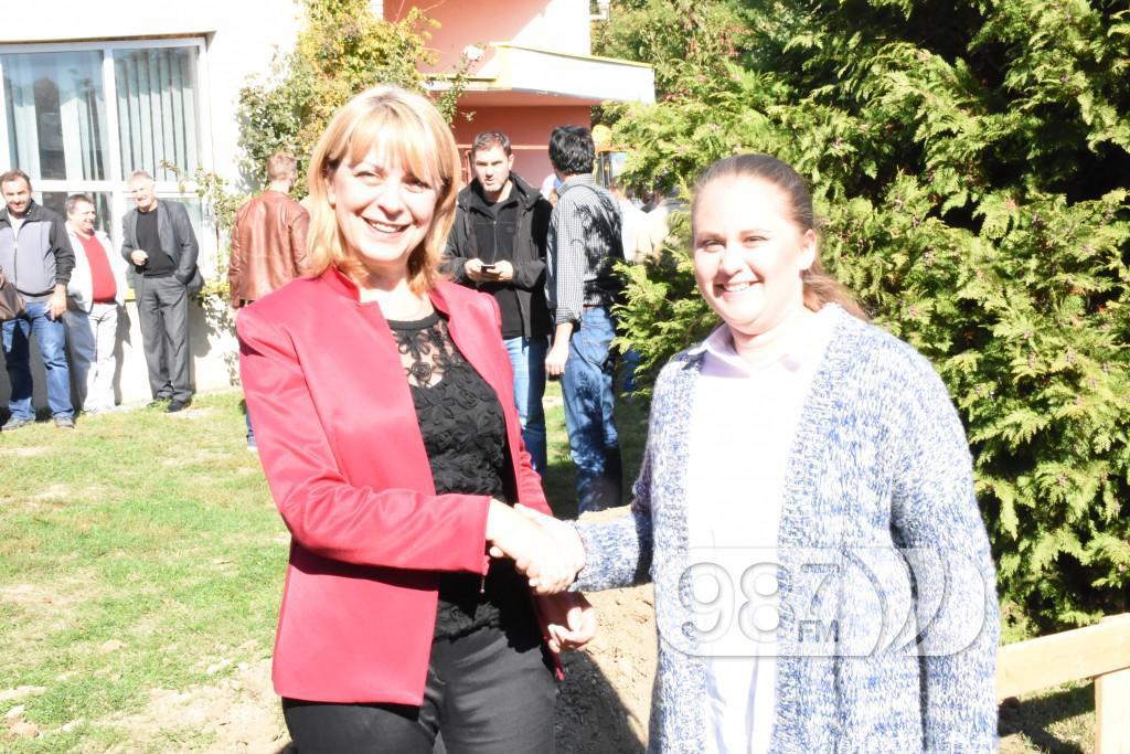 Biljana Mandic, polaganje kamena temljca jaslica (3)
