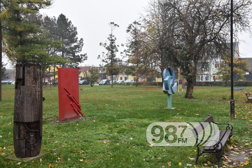 SKulpture po apatinu, umetnicka kolonija  (1)