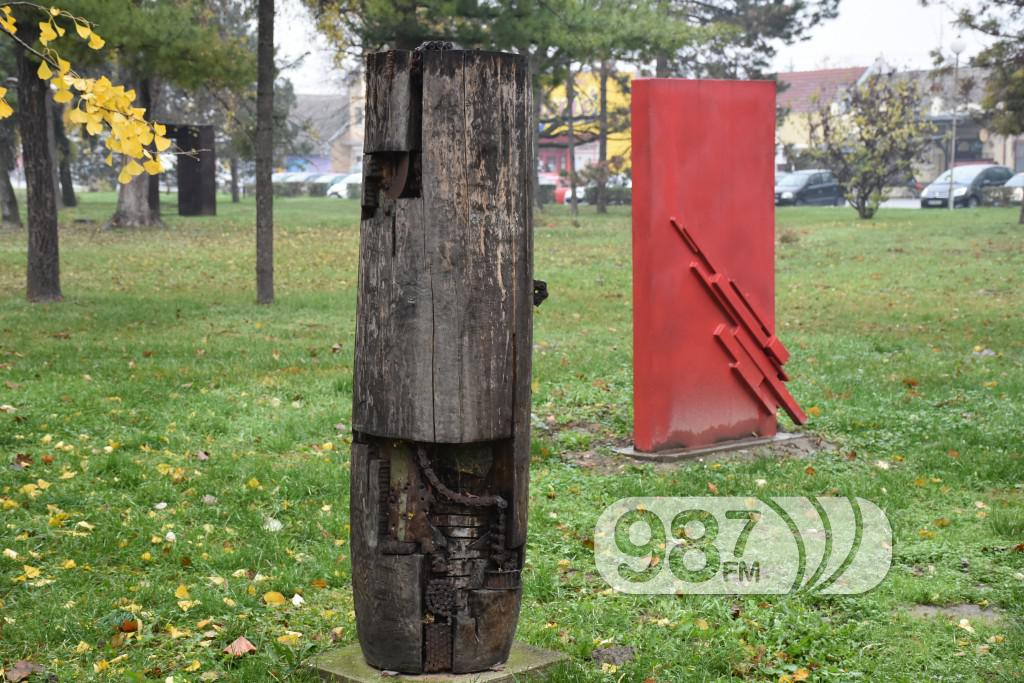 SKulpture po apatinu, umetnicka kolonija  (2)