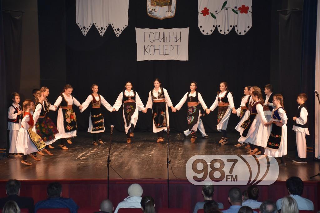 Godišnji koncert GKUD Dunav Apatin decembar 2017, Kud Dunav koncert (16)